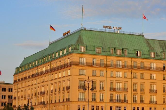 Das Bild zeigt ein Luxushotel in Berlin.