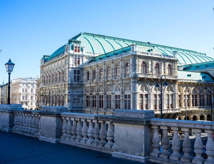 Das Bild zeigt die Staatsoper in Wien.