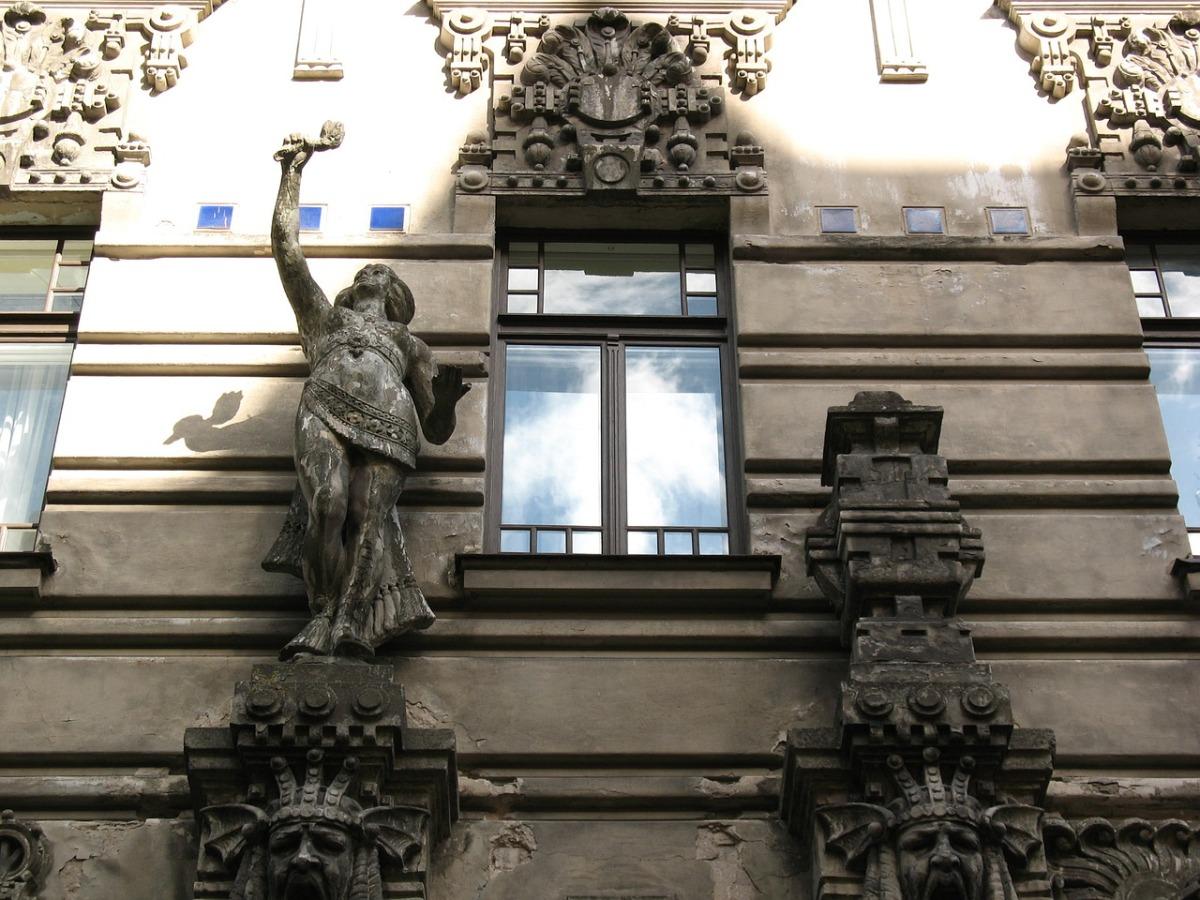 Das Bild zeigt eine Hausfassade in Riga.