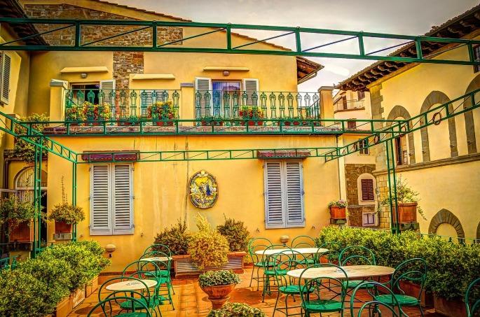 Das Bild zeigt ein Dachrestaurant in Florenz
