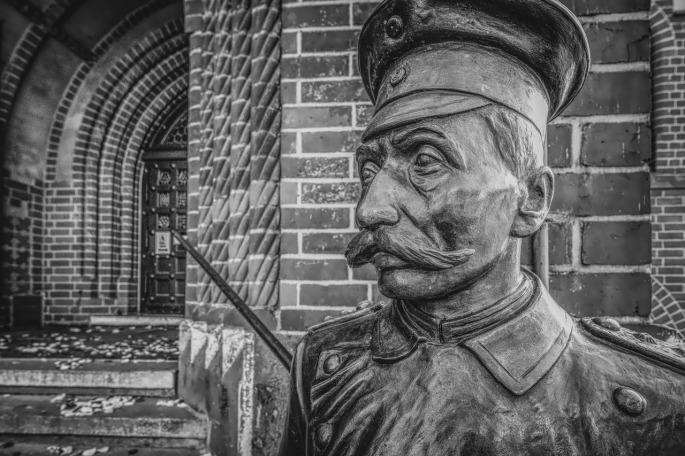 Das Bild zeigt ein Denkmal des Hauptmanns von Köpenick